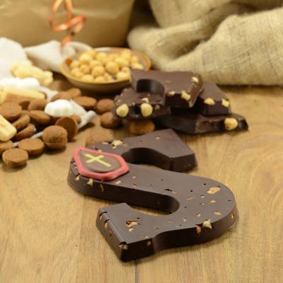 Foto van Chocoladeletter puur met hazelnoot
