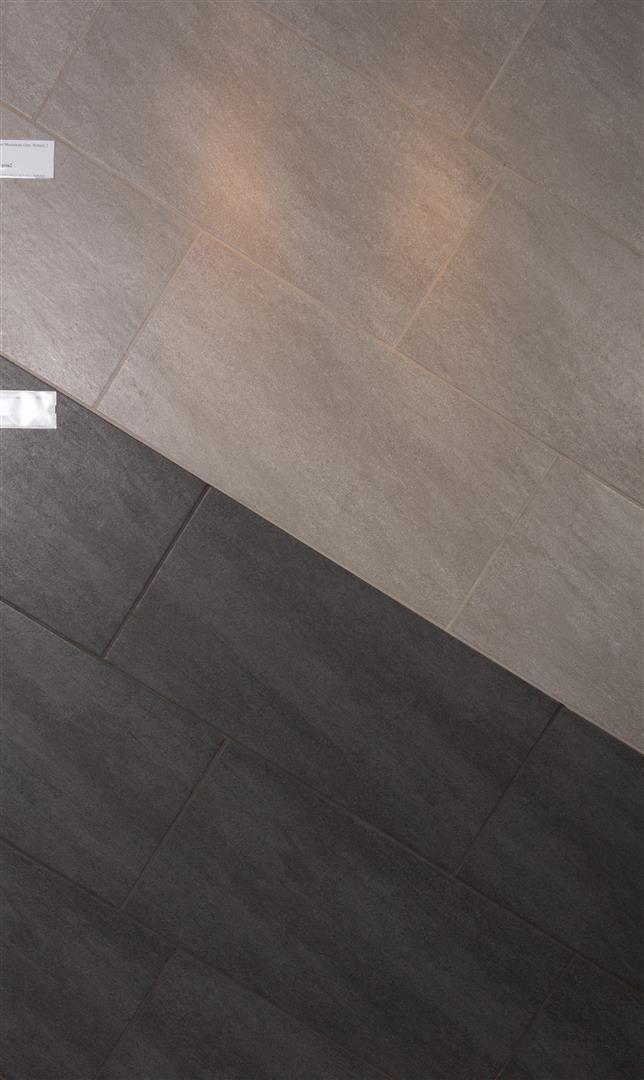 E.K. Moonstone Grey-Black