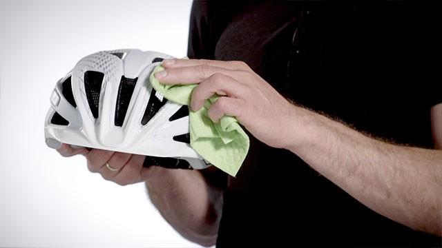 Buitenschaal fietshelm reinigen