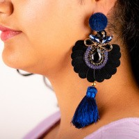 Statement goudkleurige oorstekers donkerblauw