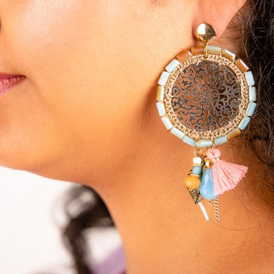 Goudkleurige oorstekers ronde hanger spiegelend motief