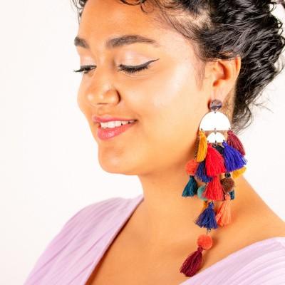 Zilverkleurige oorstekers kleurrijke franjes