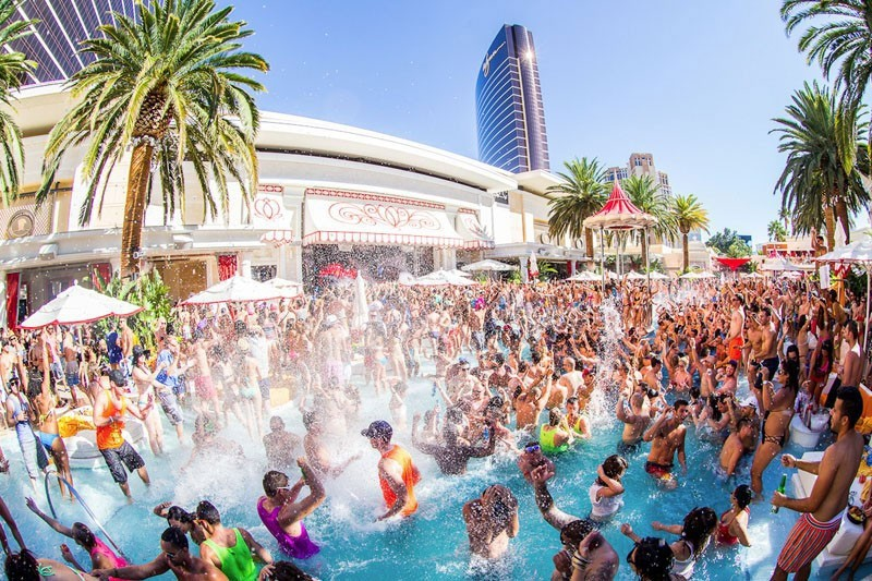 Poolparty in Encore beachclub