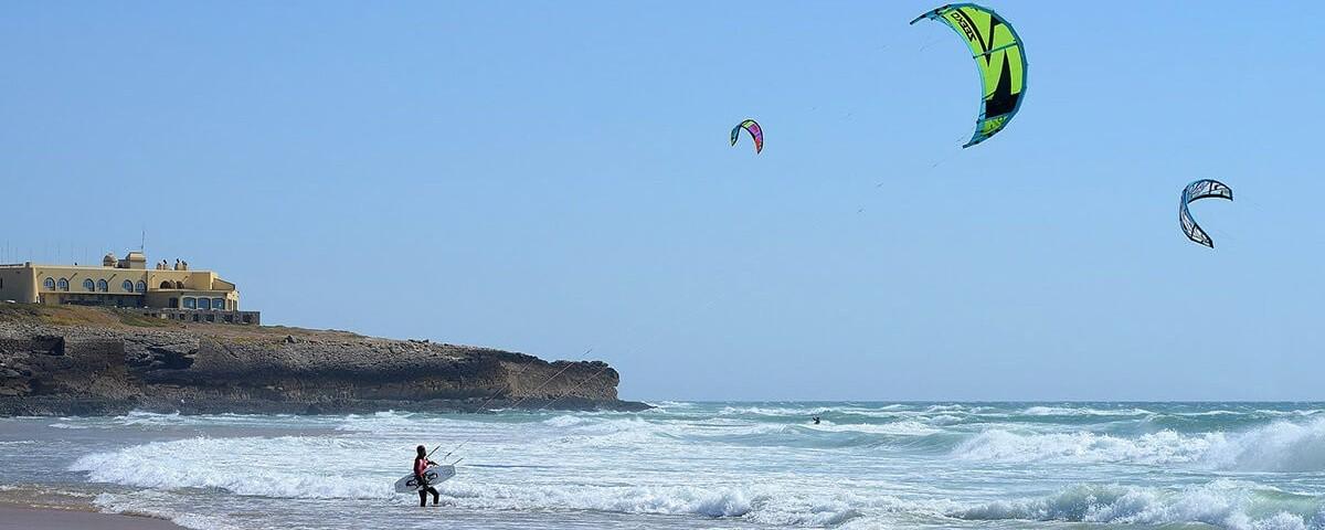 3278667348-praiadoguincho.jpg