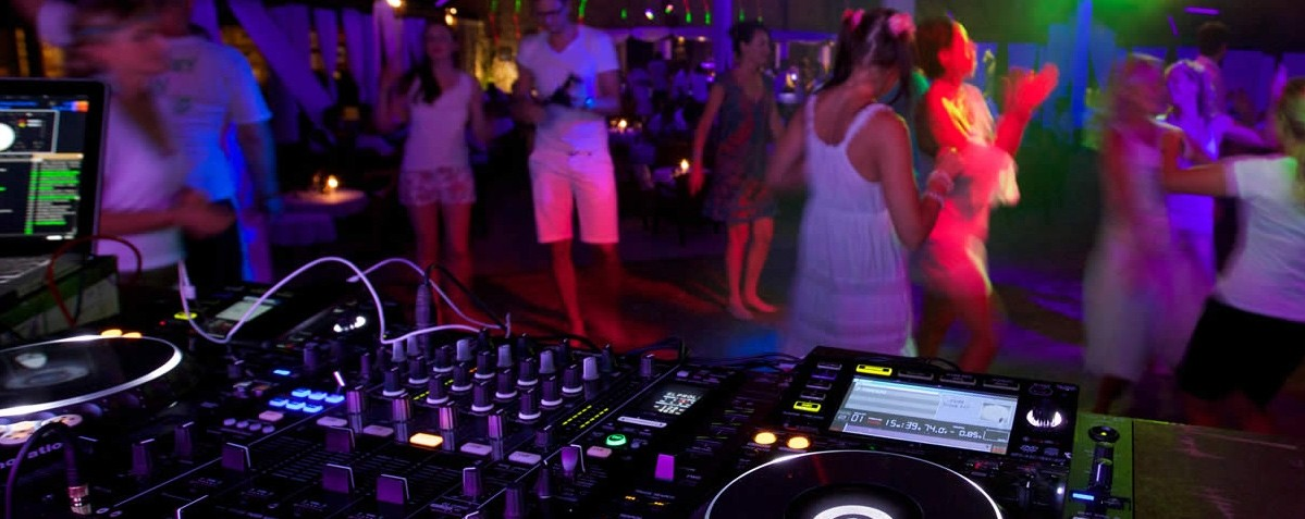 Top Tips For Throwing An Unforgettable Beach Party - Music
