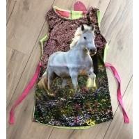 Foto van Very lovely girls Paard in de wei jurkje zo18