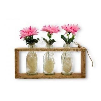 Foto van Decoratie van hout met 3 vaasjes