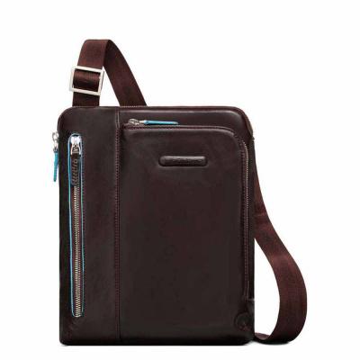Foto van Piquadro B2 CA1816 Blue Square iPad Crossbody Bag Mocca