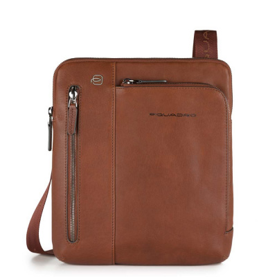 Foto van Piquadro B3 CA1816 Black Square iPad Crossbody Bag Cognac