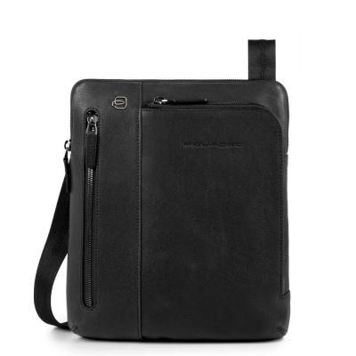 Foto van Piquadro B3 CA1816 Black Square iPad Crossbody Bag Black