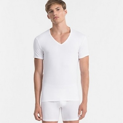Foto van Calvin Klein NB1089A-100 2 pack V-neck t-shirts wit