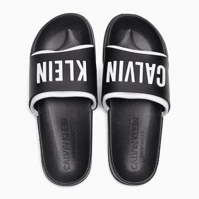 Foto van Calvin Klein SLIDE KW0KW00779930 zwarte slippers