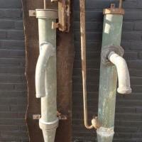 Afbeelding van Antieke koperen waterpompen