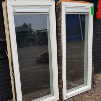 Afbeelding van 2 raamkozijnen dubbelglas met luchtrooster
