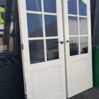Afbeelding van 2 binnendeuren met enkelglas serredeuren