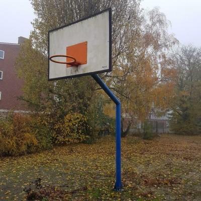 Foto van Basketbal bord met paal