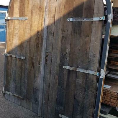 Foto van Eiken getogen schuur deuren garagedeuren met kozijn
