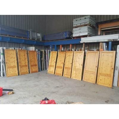 Foto van Grenen deuren