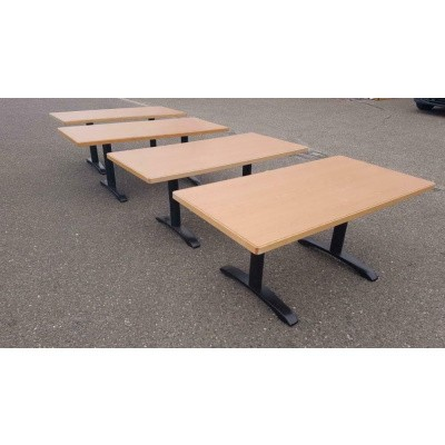 Tafels gebruikt met gietijzeren poten