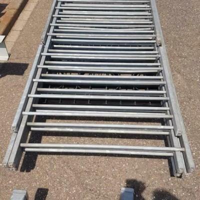 Gegalvaniseerde hekken en palen met betonnen voet