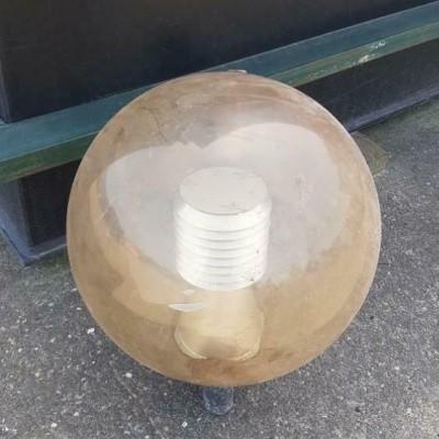 Buitenlamp ijzer met kunststof bol retro