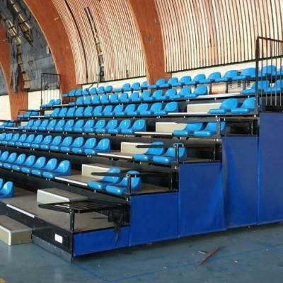 2 Telescopische tribunes tribune