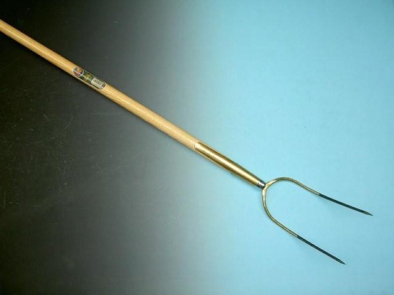Hooivork Offner brons 2 tands met essen steel 135cm