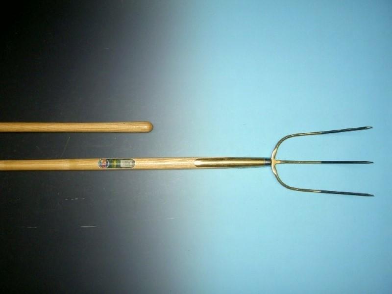 Hooivork Offner brons 3 tands met essen steel 135cm