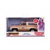 Afbeelding van Stranger Things: Hoppers Chevrolet Blazer Brown-Creme 1:32
