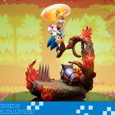 Sonic the Hedgehog: Sonic and Tails 20 inch Statue