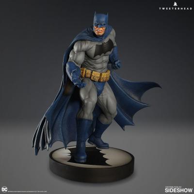 DC Comics: Dark Knight Batman 12.5 inch Maquette