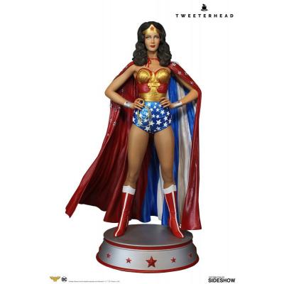 DC Comics: Wonder Woman Cape Variant Maquette