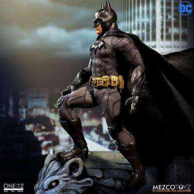 BATMAN SOVEREIGN KNIGHT MEZCO ONE:12 1/12 ACTION FIGURE