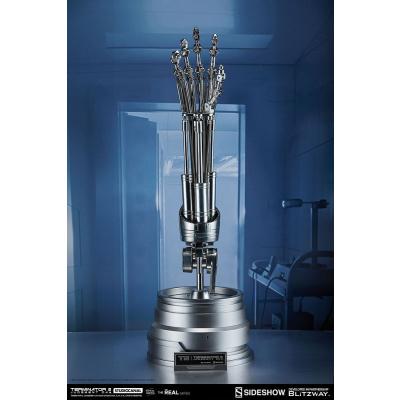 Terminator 2: Endoskeleton Arm and Brain Chip Life Sized Set