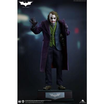 DC Comics: The Dark Knight - The Joker Regular Edition 1:4 Scale Statue