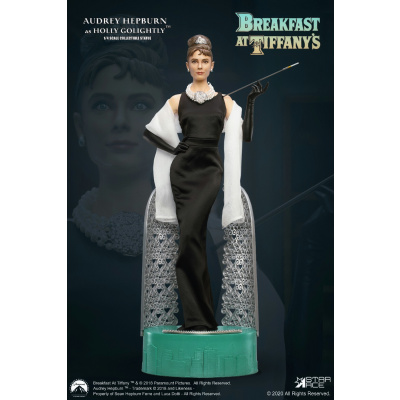 Breakfast at Tiffany's: Deluxe Audrey Hepburn 1:4 Scale Statue