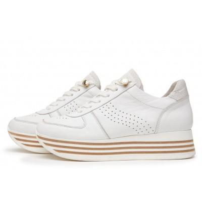 Foto van Mila Spot Sneaker