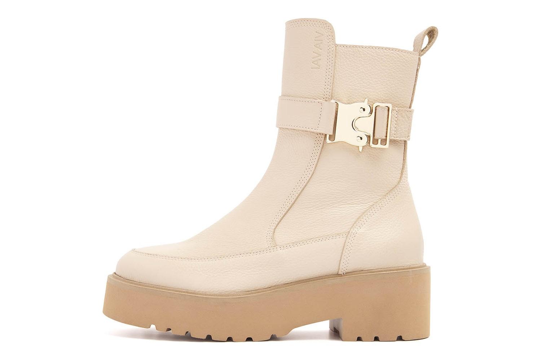 Boot met platformzool