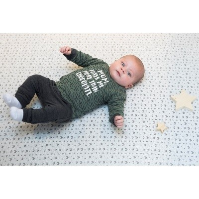 Foto van Feetje baby sweater army mum love me more then chocolate