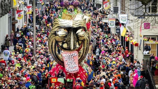 1456790940-carnavalskledinggoedkoopmaastricht.jpg