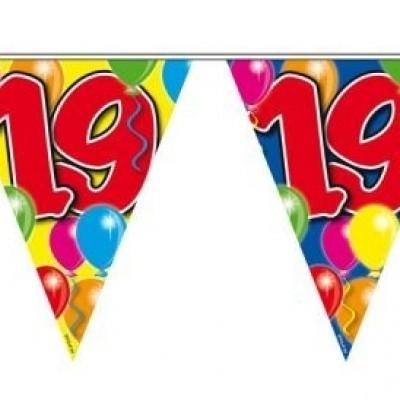 Foto van Vlaggenlijn balloons 19 jaar 10M