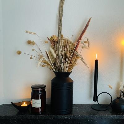 Schwarze Vase