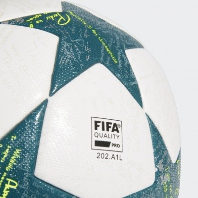 Foto van Adidas UCL Finale 16 Official game Bal