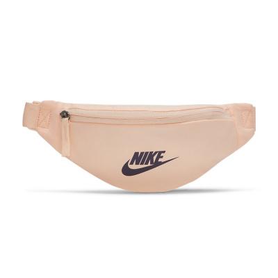 Foto van Nike Sportswear Heritage heuptas Crimson Tint