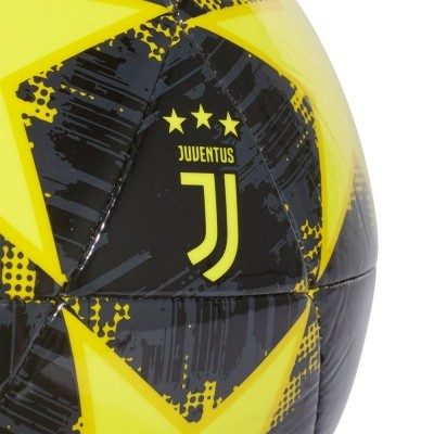 Foto van Adidas Finale 18 Juventus Capitano Bal