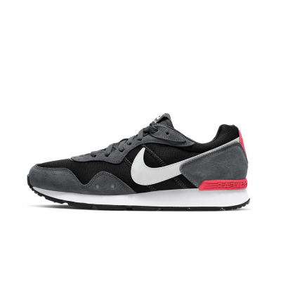 Foto van Nike Venture Runner Black Iron Grey