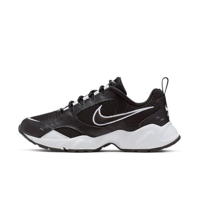Foto van Nike Air Heights Black-White