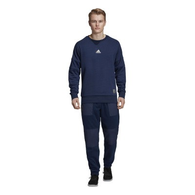 Foto van Real Madrid Special Crew Sweat Set