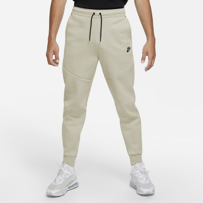 Foto van Nike Tech Fleece Pant Light Bone