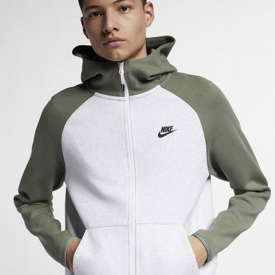 Foto van Nike Sportswear Tech Fleece Vintage Lichen